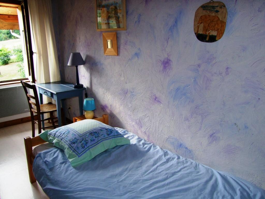 4 chambres, la chambre lavande : un gîte rural de 9 places en location toute l'année au dessus de Ga