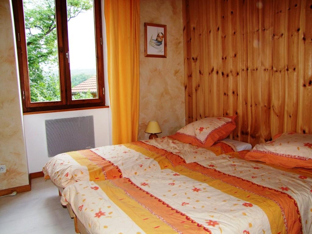 4 chambres, harmonie entre bois et ocres de Roussillon : un gîte rural de 9 places en location toute