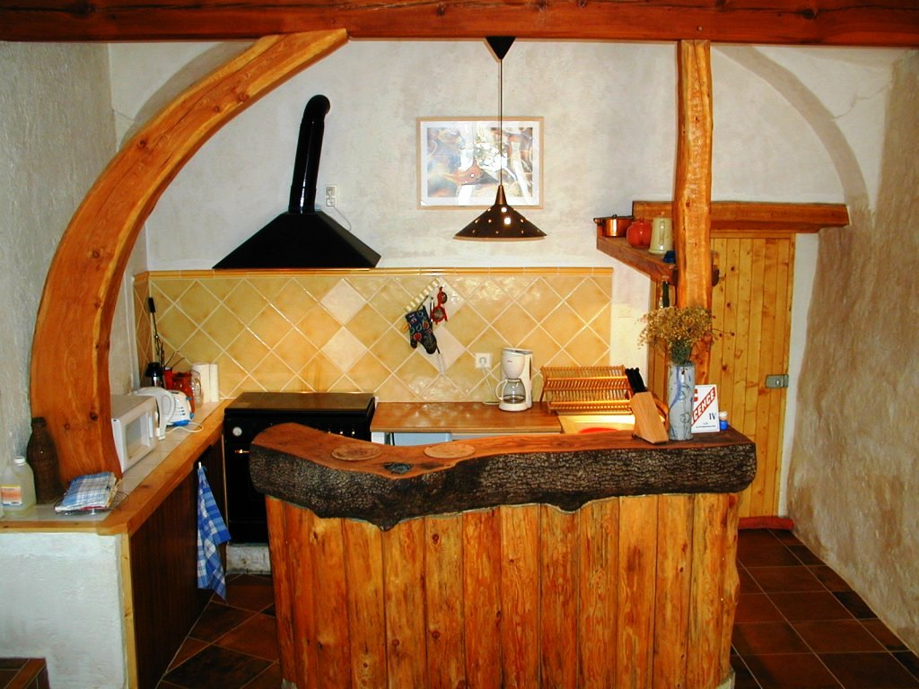 Un espace cuisine tout équipé: un gîte rural de 9 places en location toute l'année au dessus de Gap